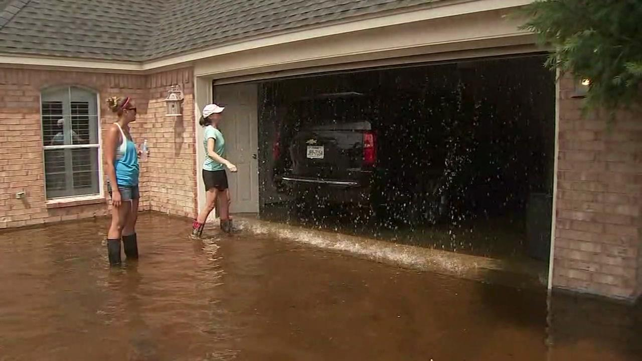 Overwhelmed residents in Brazoria Co. cleaning up