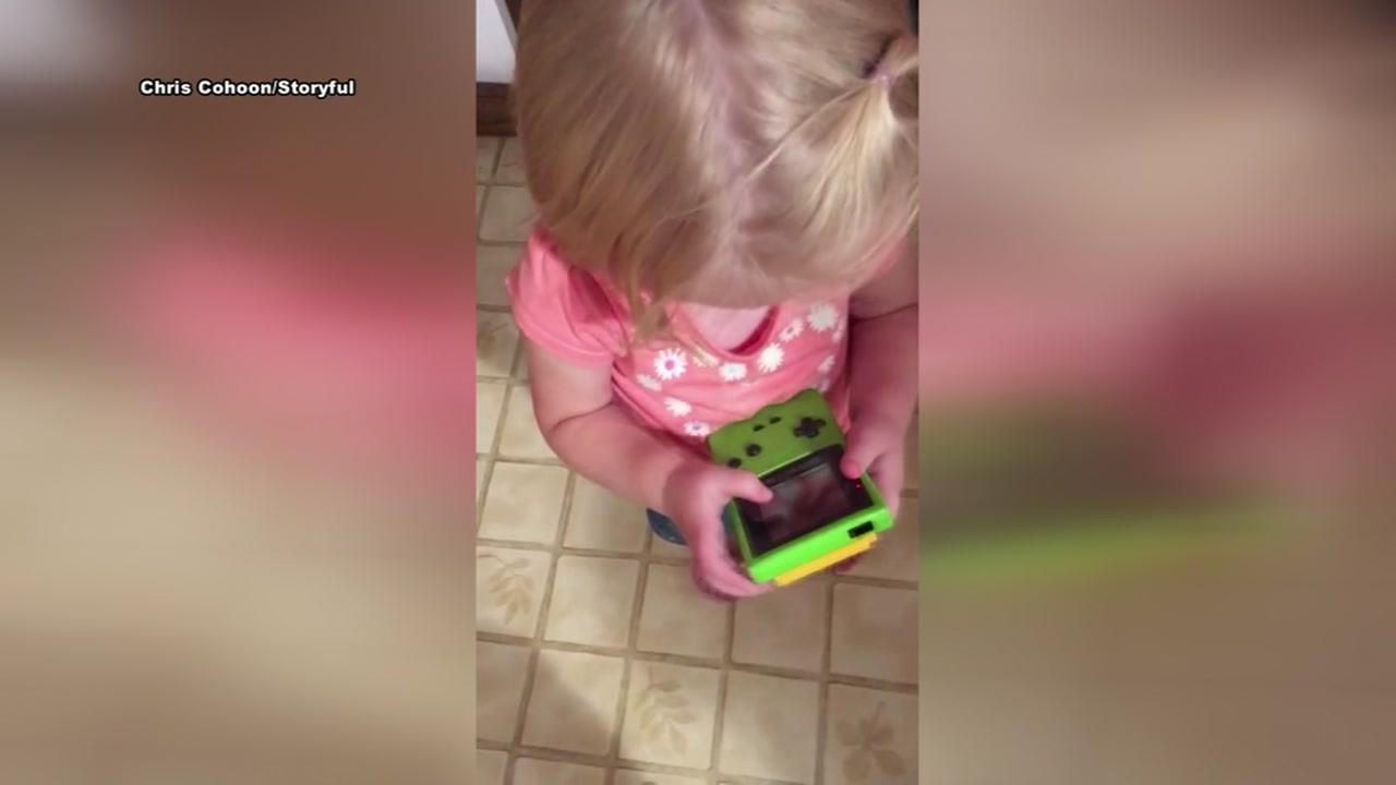 Girl thinks old school Nintendo Game Boy is touchscreen