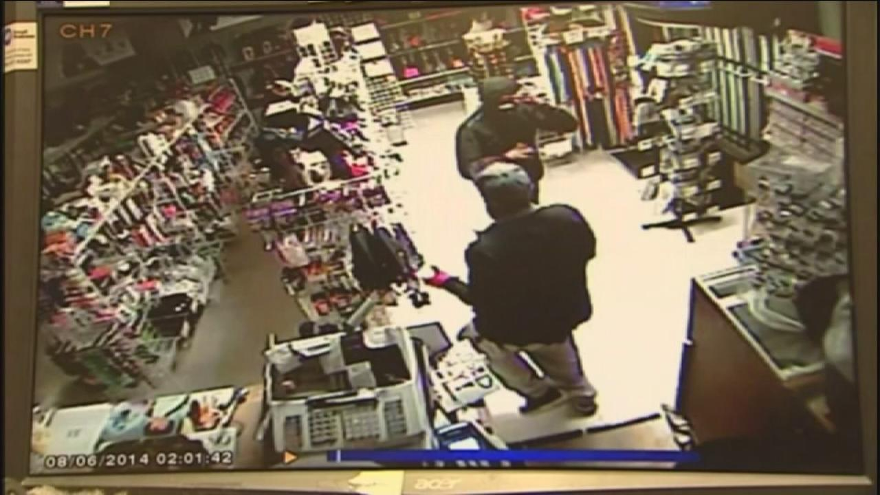 Burglars Target Beauty Supply Shop Steal 9000 Worth Of Expensive