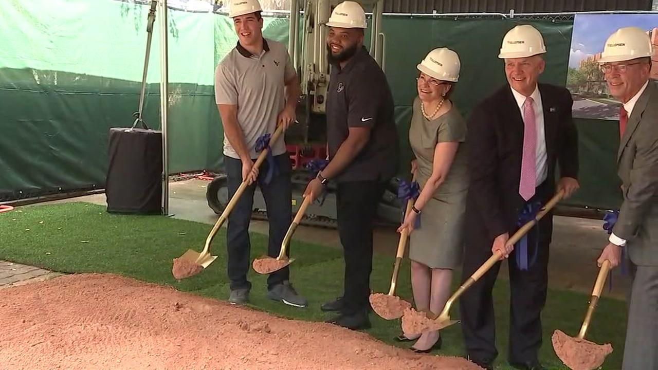 Texans help unveil Hope Lodge for cancer patients
