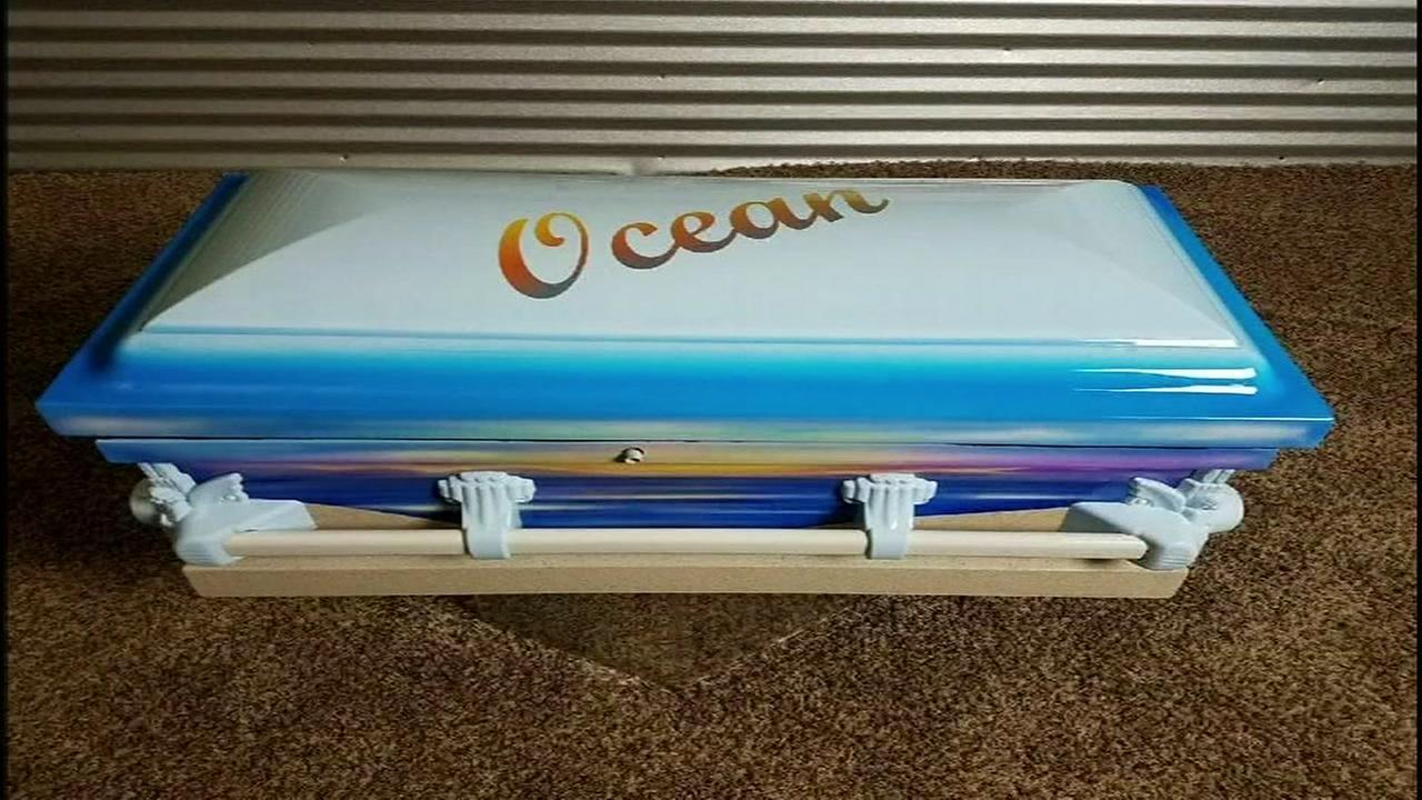 Texas man offers free custom caskets for victims of church shooting