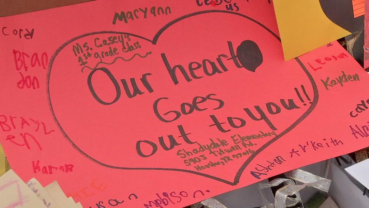 Houston students send cards to Sutherland Springs