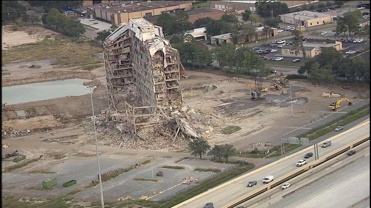 Whats going on with the half-demolished building on 290