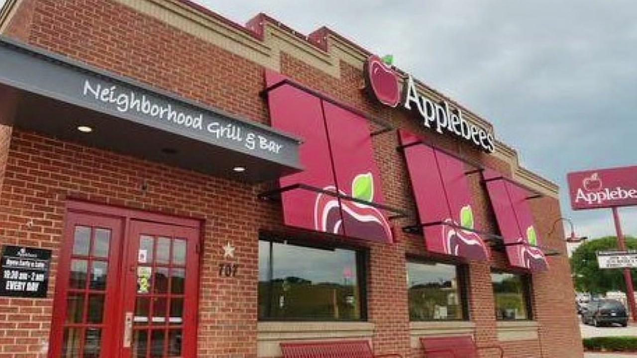 Grab a beer at Applebees Black Friday weekend for 50 cent