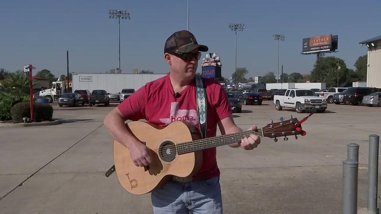 Homeless honky tonk artist to perform at Gallery Furniture
