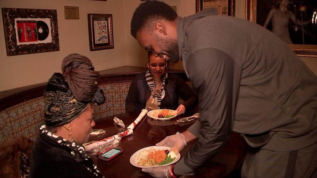 UH basketball team help serve Thanksgiving meals