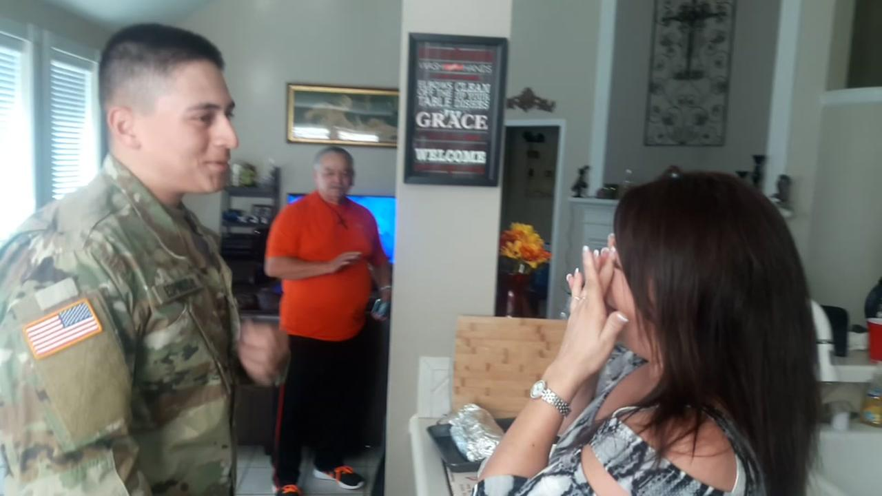 Houston soldier surprises family on Thanksgiving