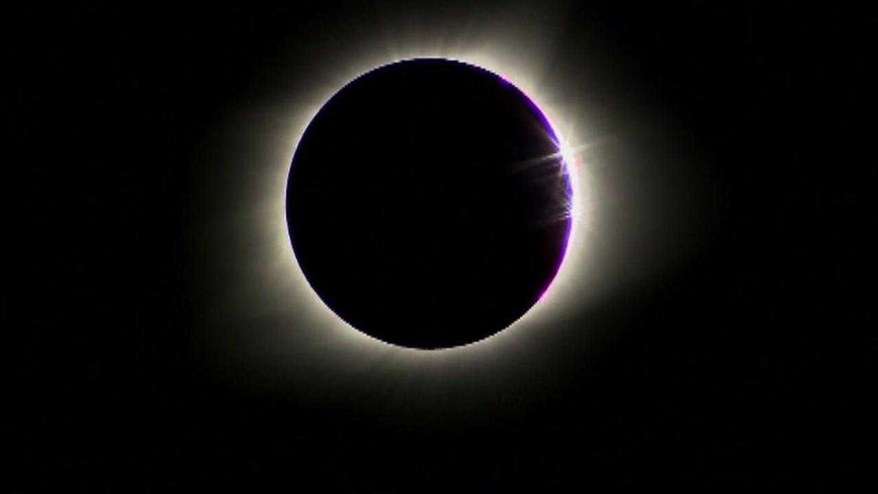 Woman who stared at eclipse sustained eye damage