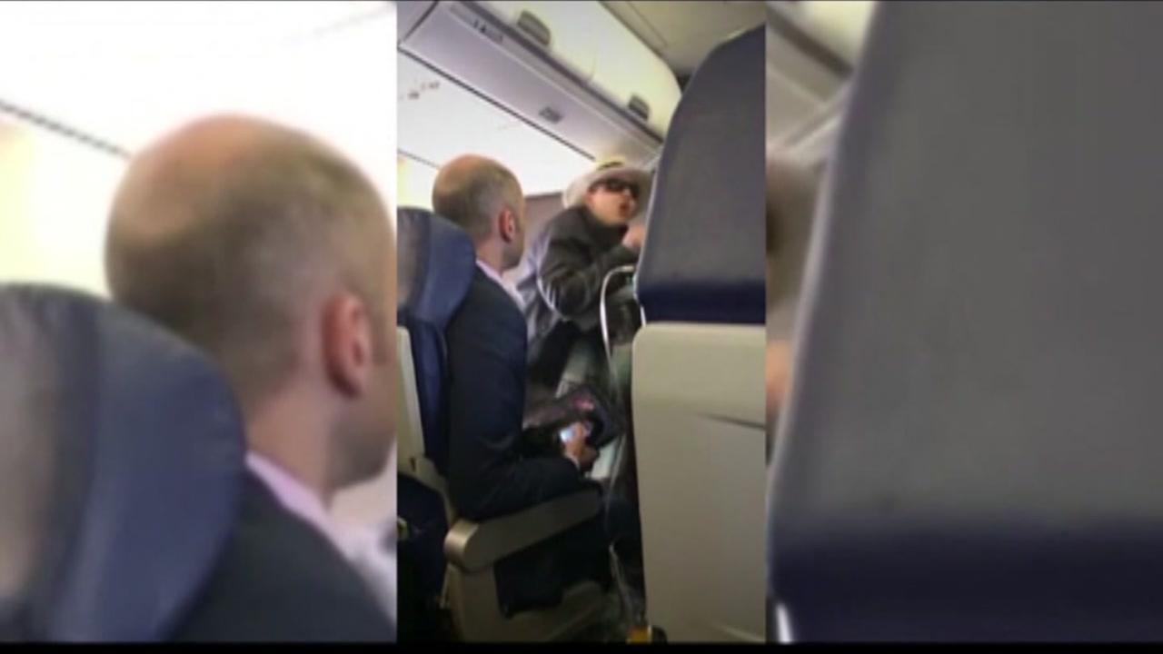 Woman threatens pasengers on flight
