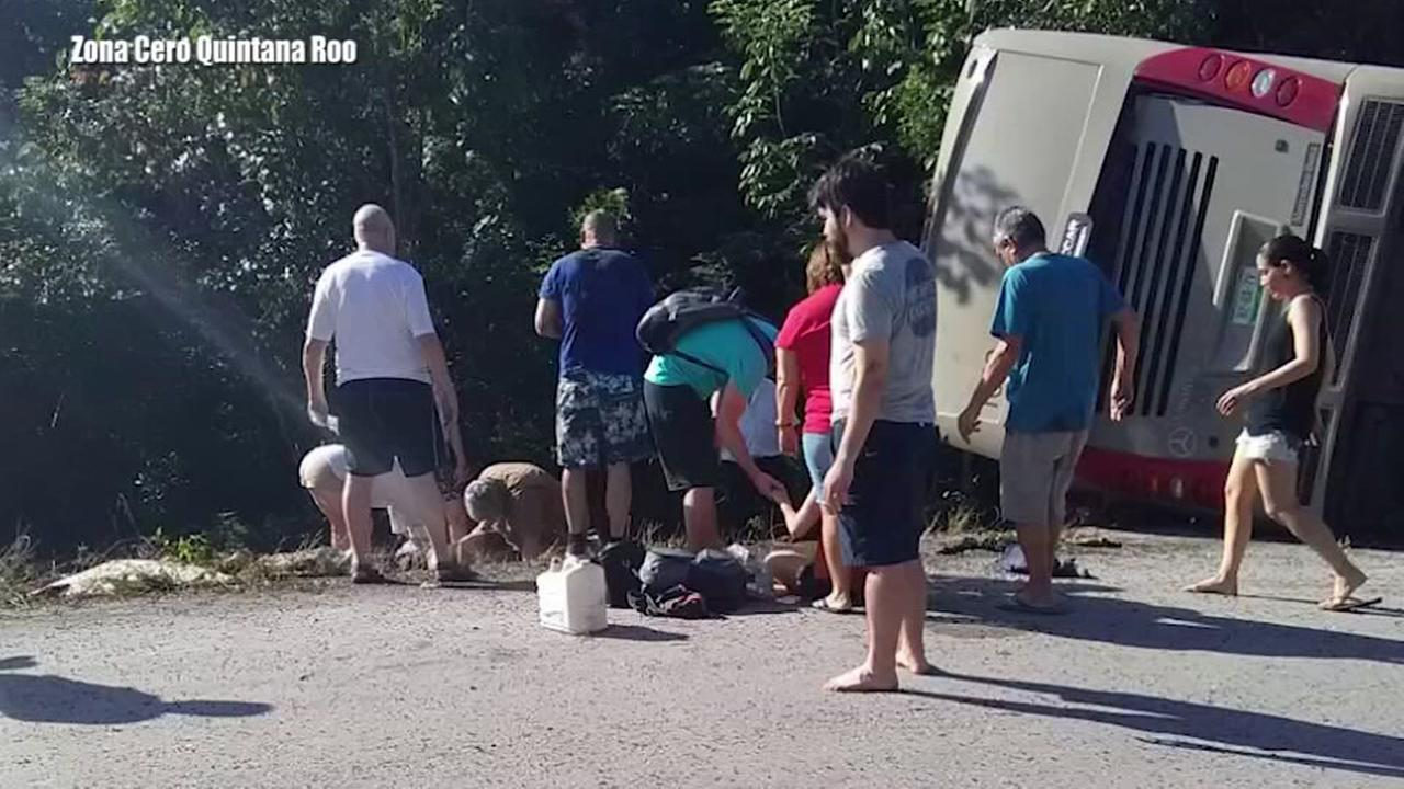 Tourist bus flips in Mexico