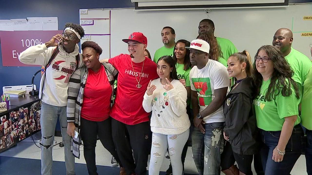 Houston celebs help homeless, college-bound teens