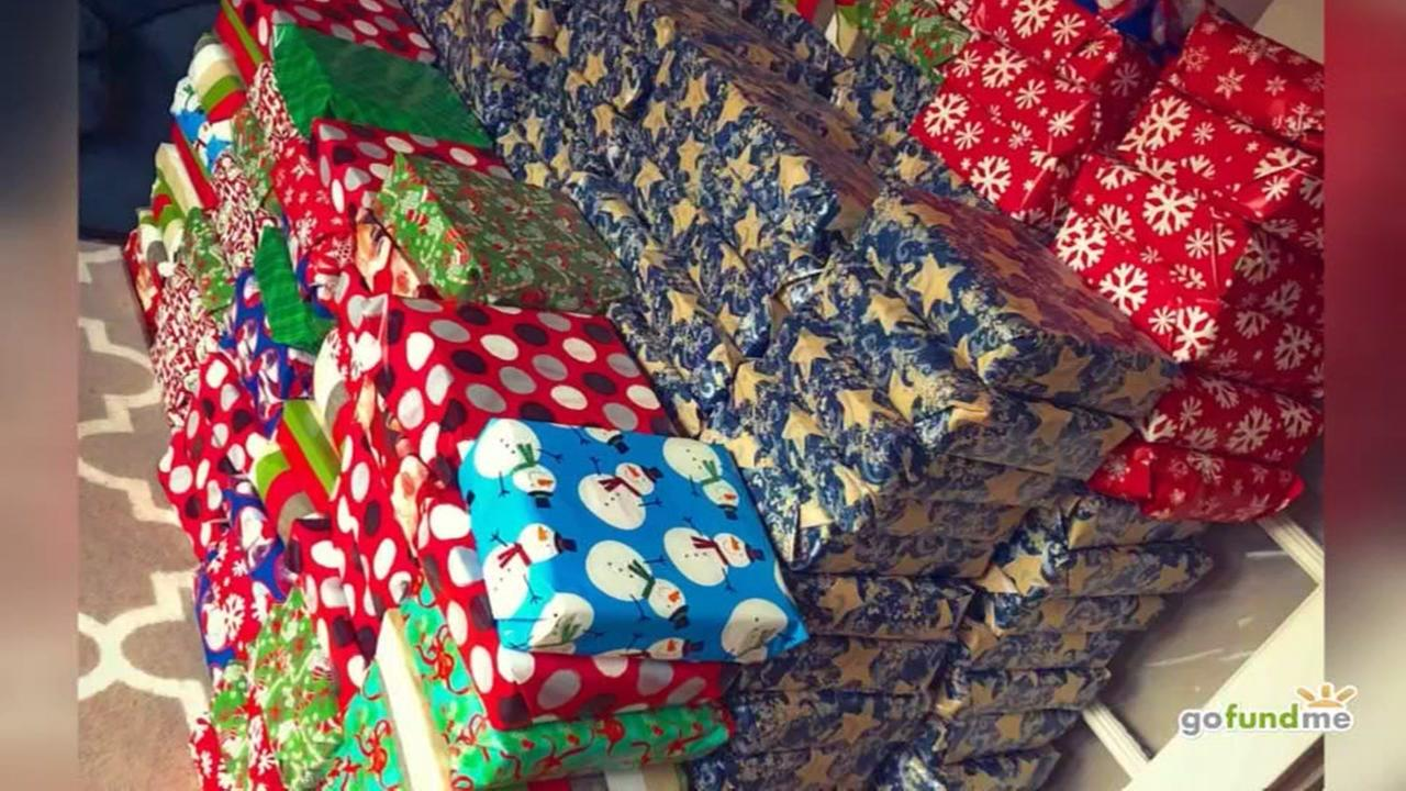 Teacherr raises money to give presents for schools more than 500 students