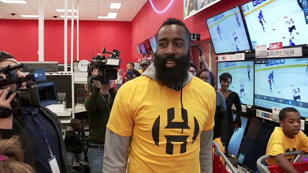 Rockets star James Harden pays for kids Christmas gifts