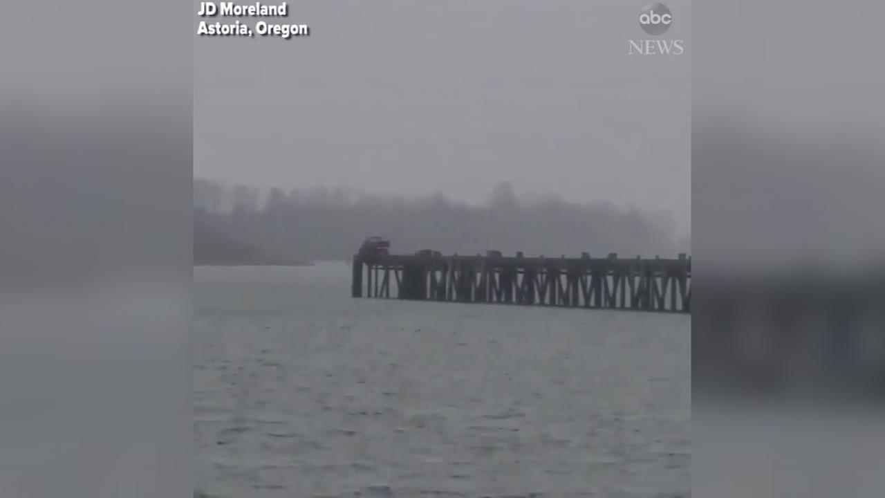 Burglar on the run fron police decides to drive off pier