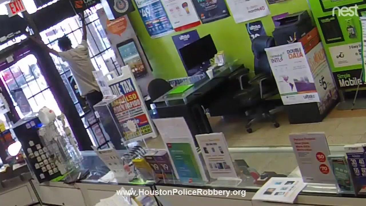 Man locked inside store during robbery attempt