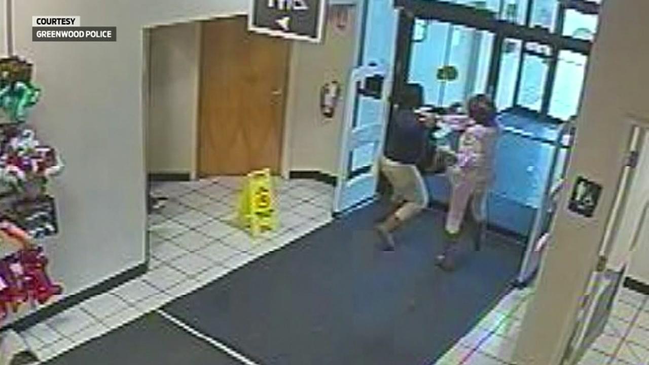 Robbers pepper spray employee