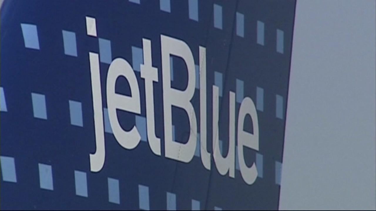 2 more airlines give employees bonuses after tax law