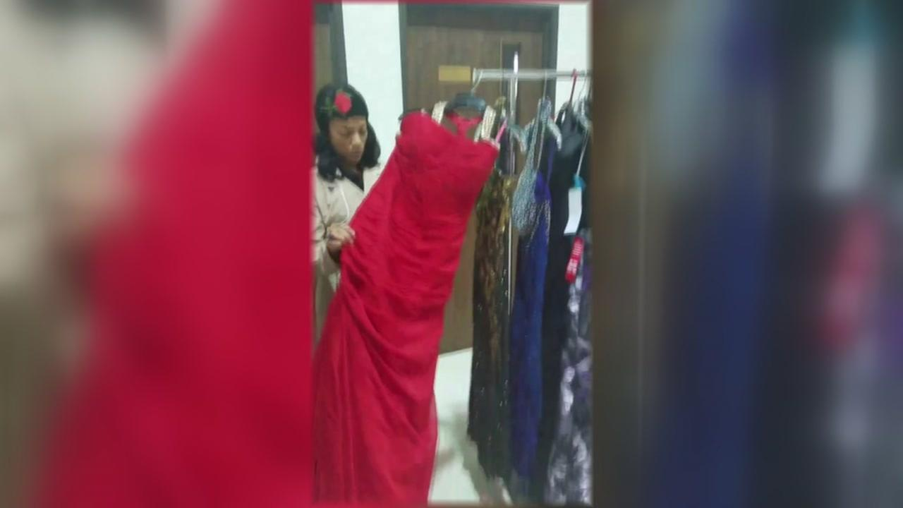 Woman offering prom dresses for free in Galveston Co.