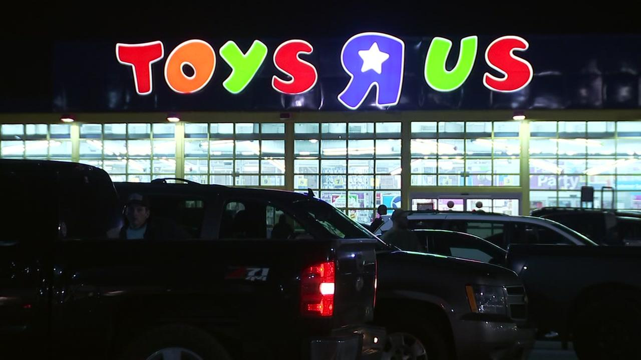 Toys R Us closing stores