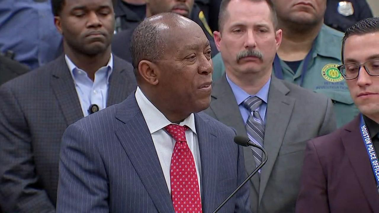 Sylvester Turner talks to media about the need for more HPD officers