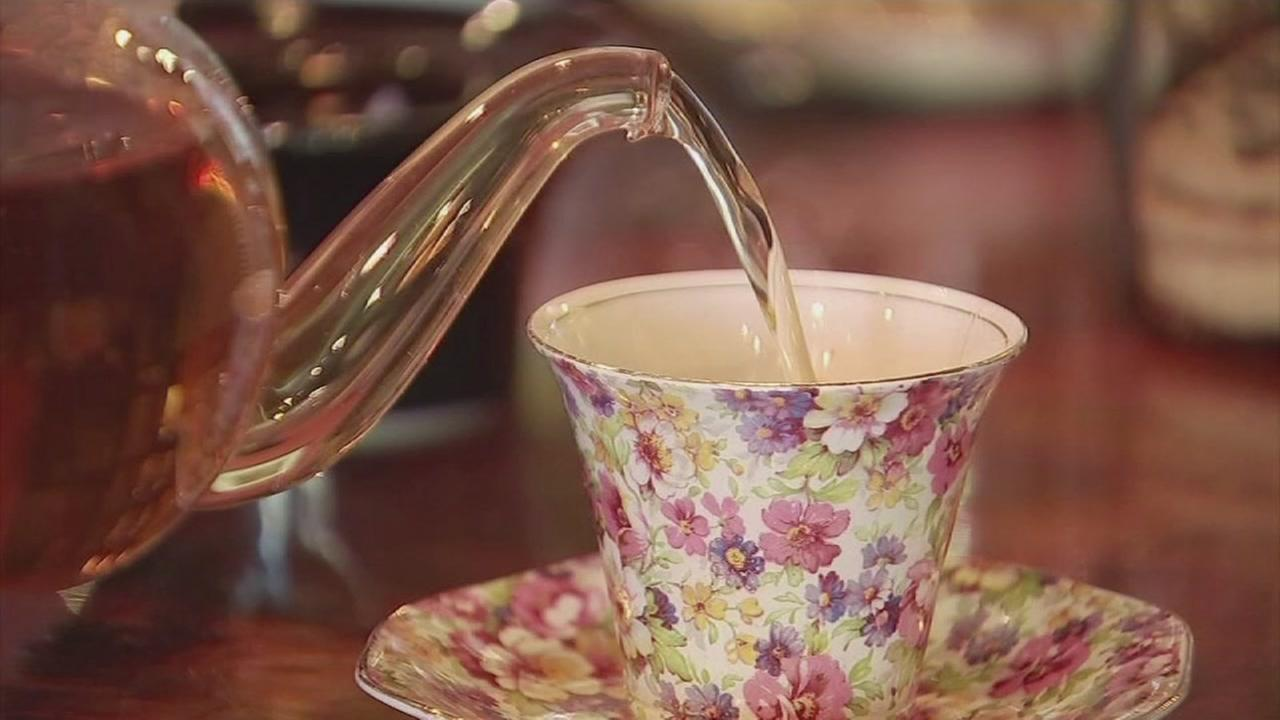 Hot tea linked to cancer for smokers and drinkers