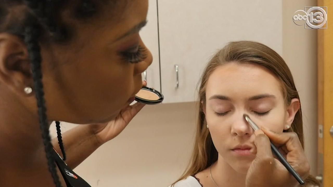 Coutouring makeup can make you look slimmer