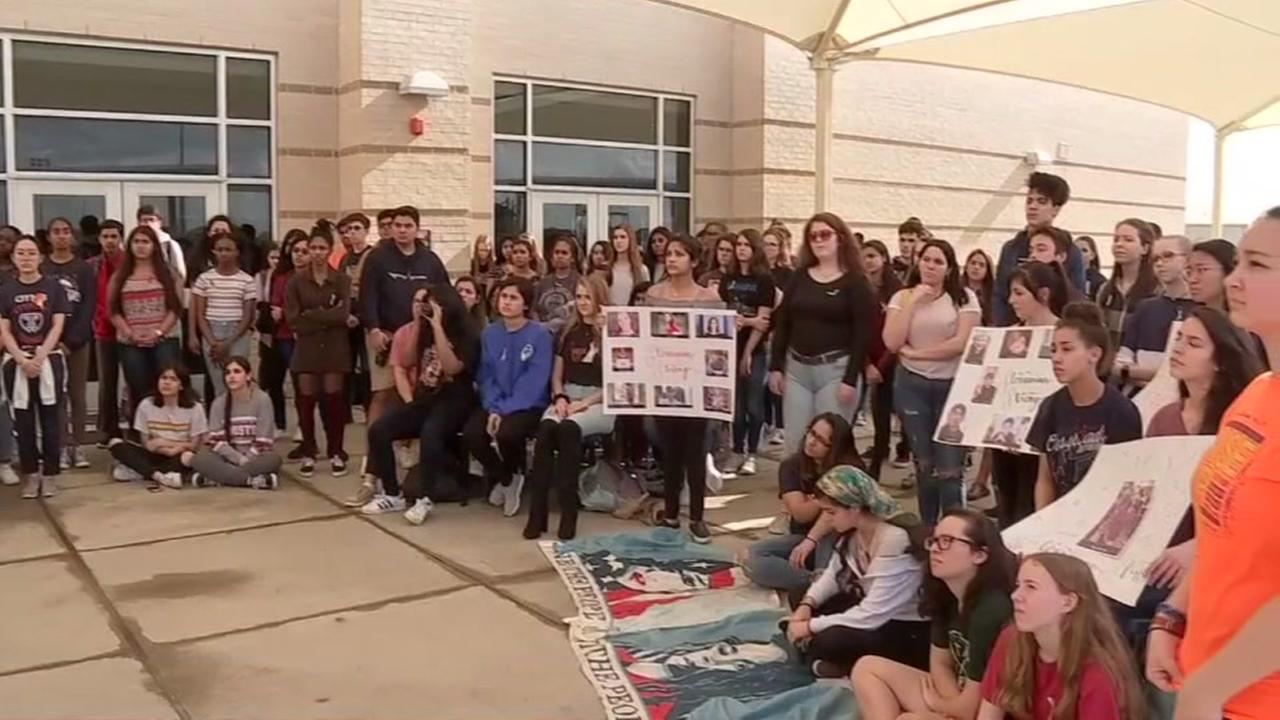 Houston students honor Parkland, Florida shooting victims