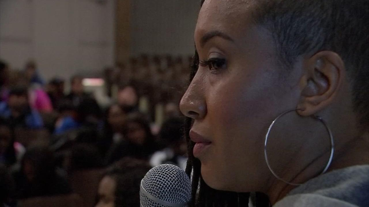 Duo brings message of true love to Houston youth