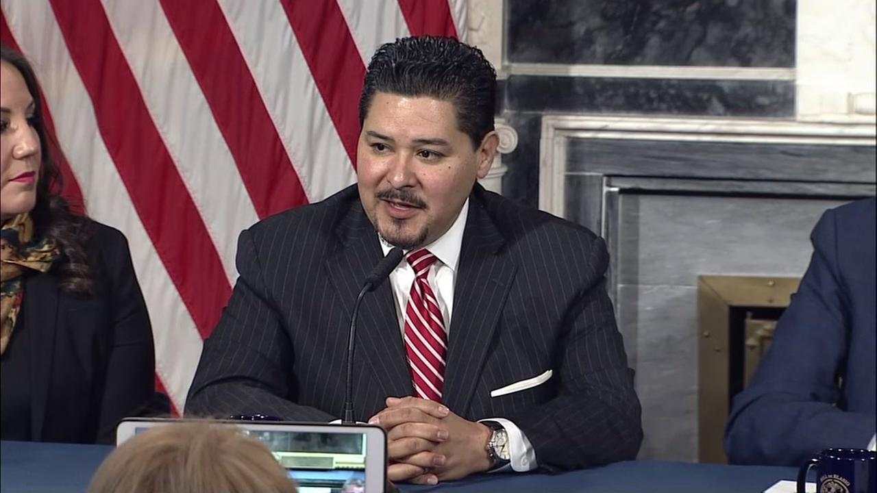 HISD holding emergency meeting about Richard Carranza