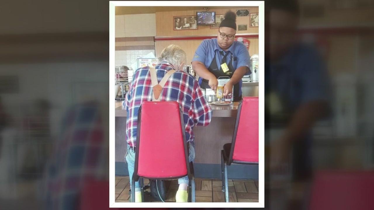 Waffle House viral photo