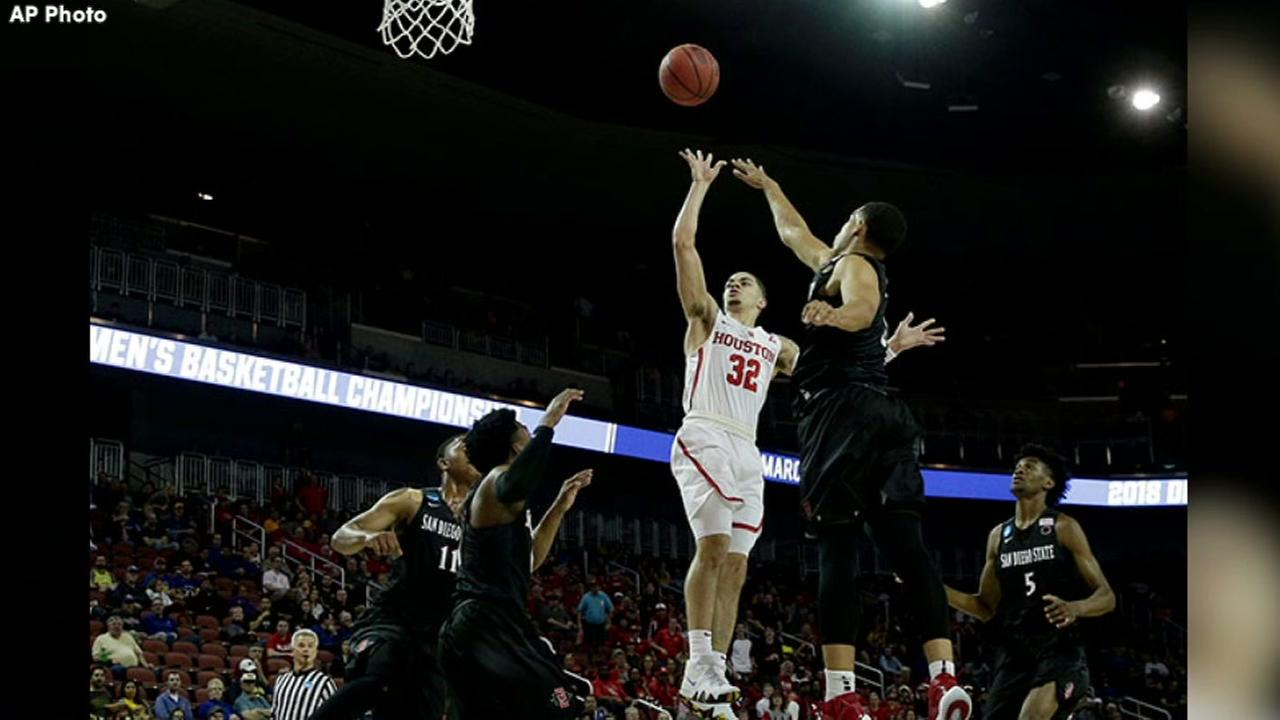 COOGS WIN! UH earns 1st NCAA tourney win in 34 years