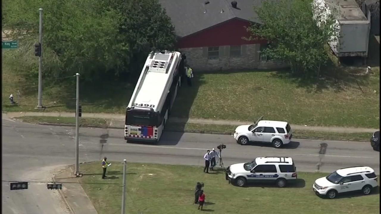Passenger stabs METRO bus driver