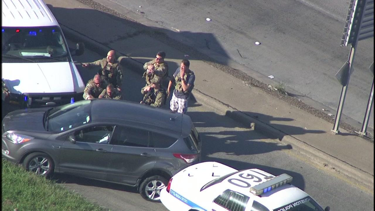 Cop seen wearing plaid shorts with tactical gear during wild chase in Houston