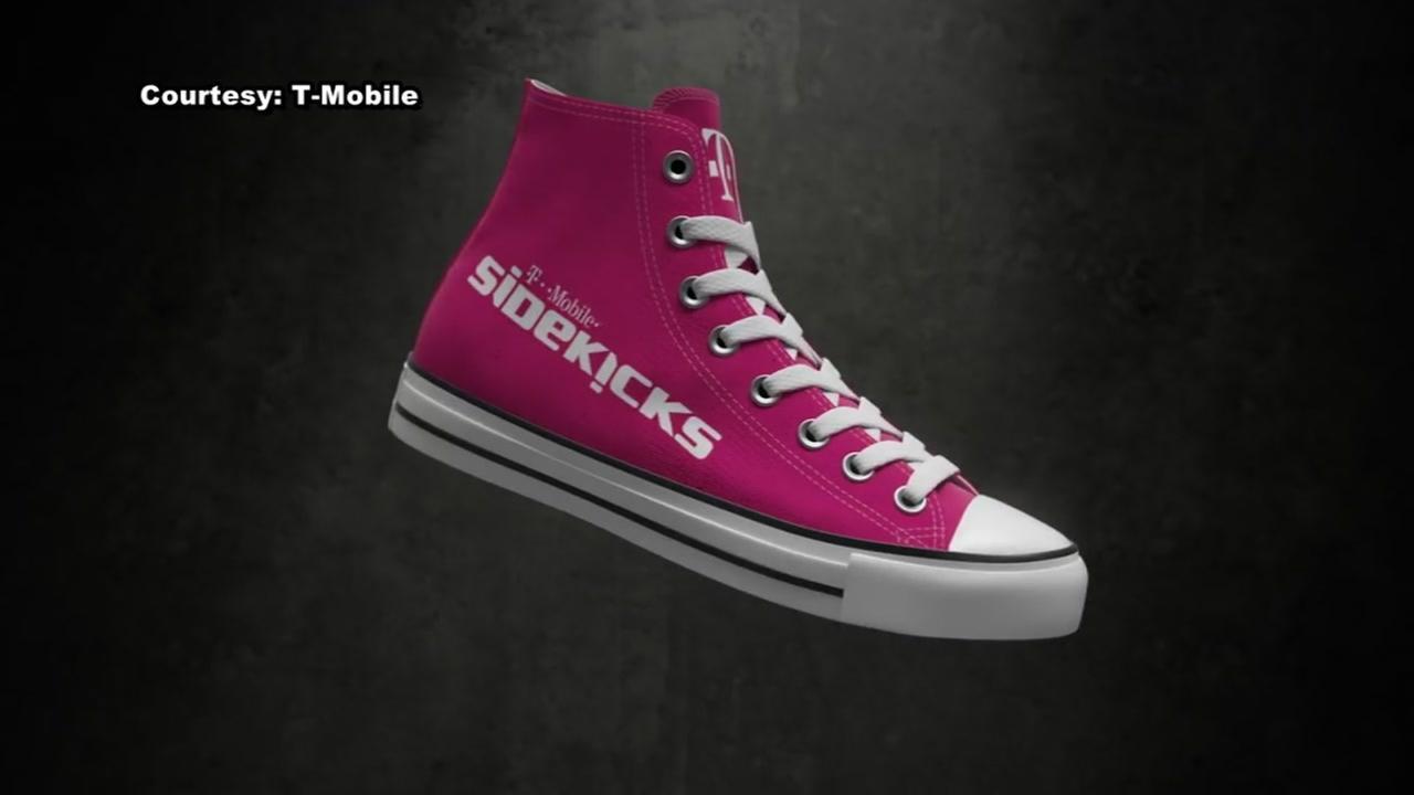 T-Mobile unveils Sidekicks