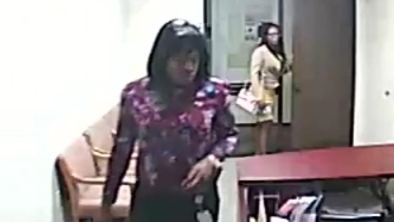 2 women accused of stealing credit cards and cash from Stafford businesses