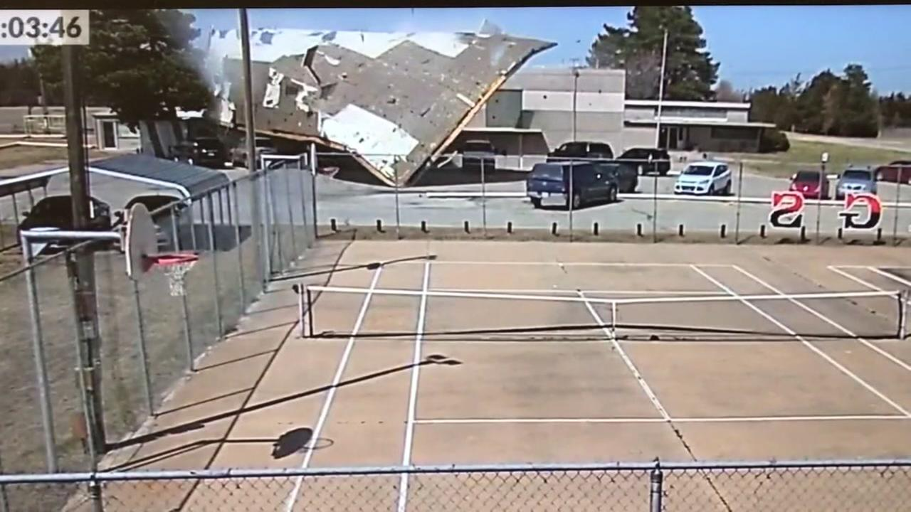 Powerful winds send schools roof flying off