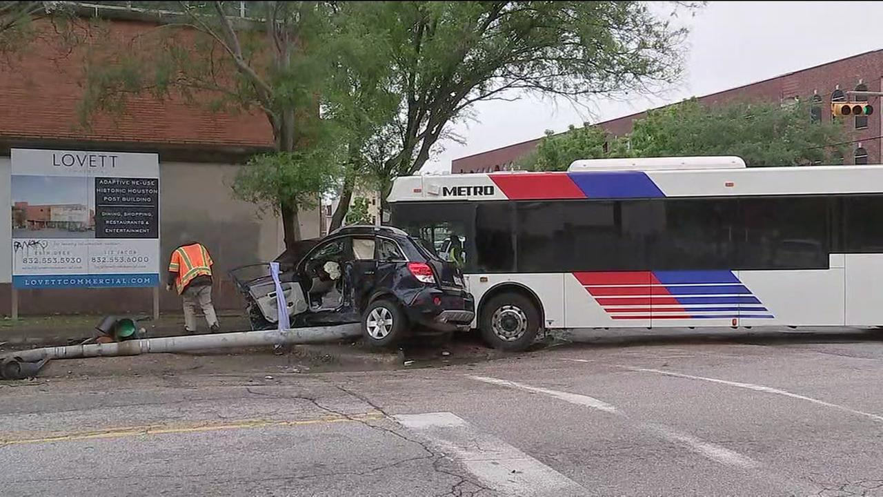 METRO bus smashes into SUV east of downtown