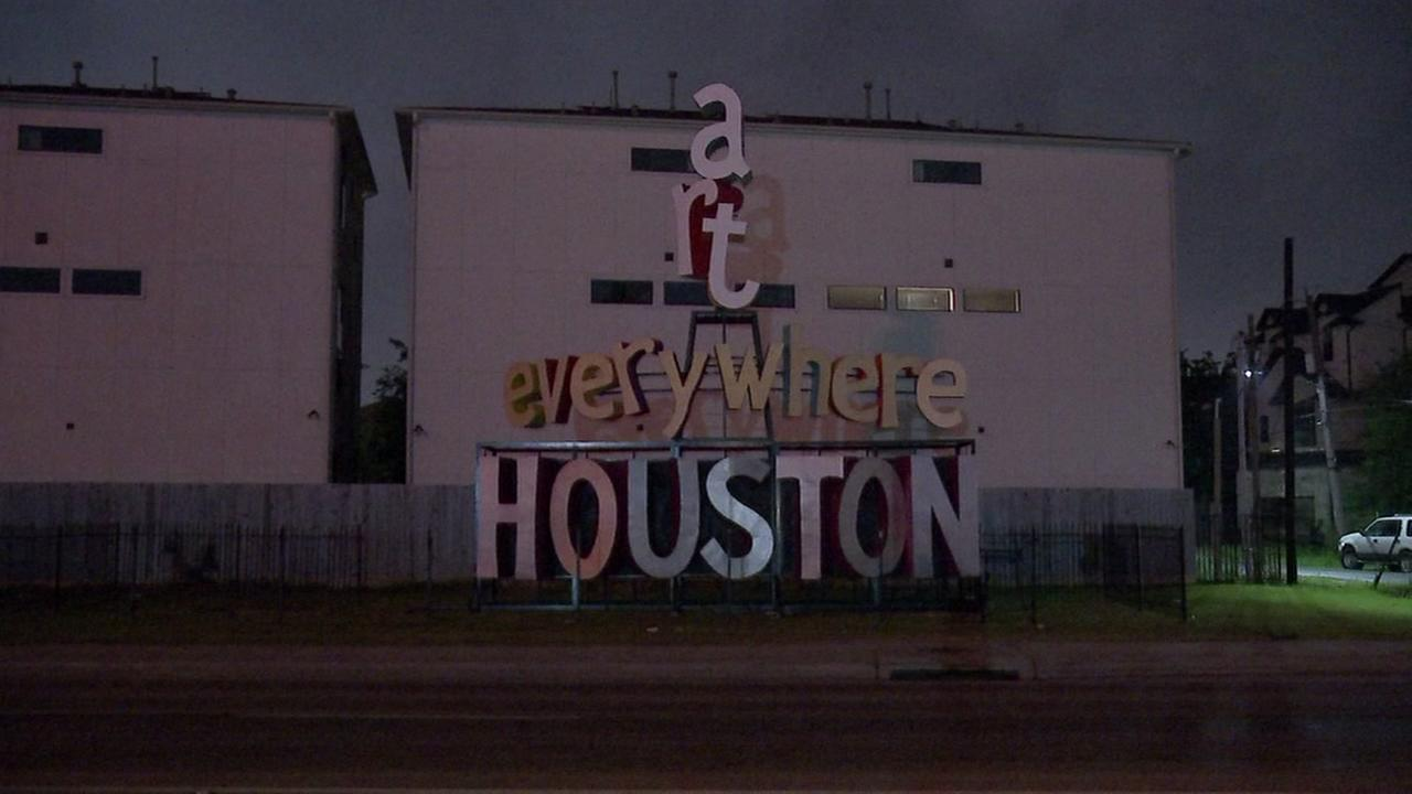 Find out whats replacing the We Love Houston sign