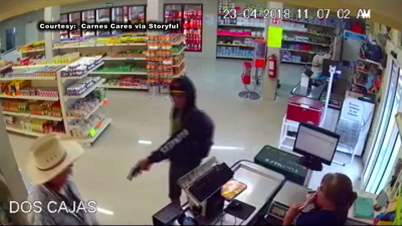 Cowboy takes down robber in store in Mexico