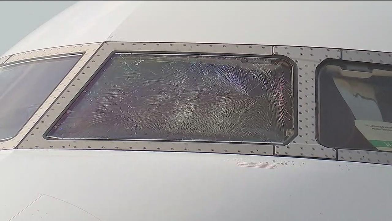 Plane makes landing with cracked windshield