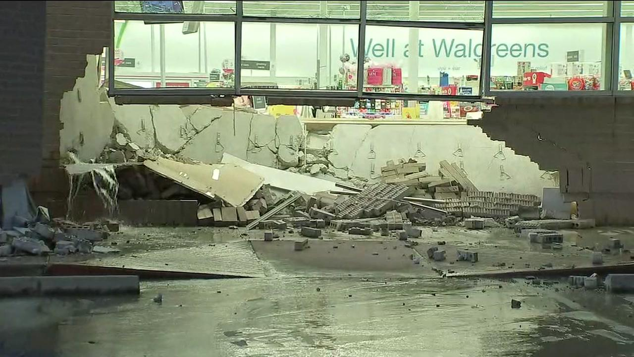 Thieves smash truck into Walgreens