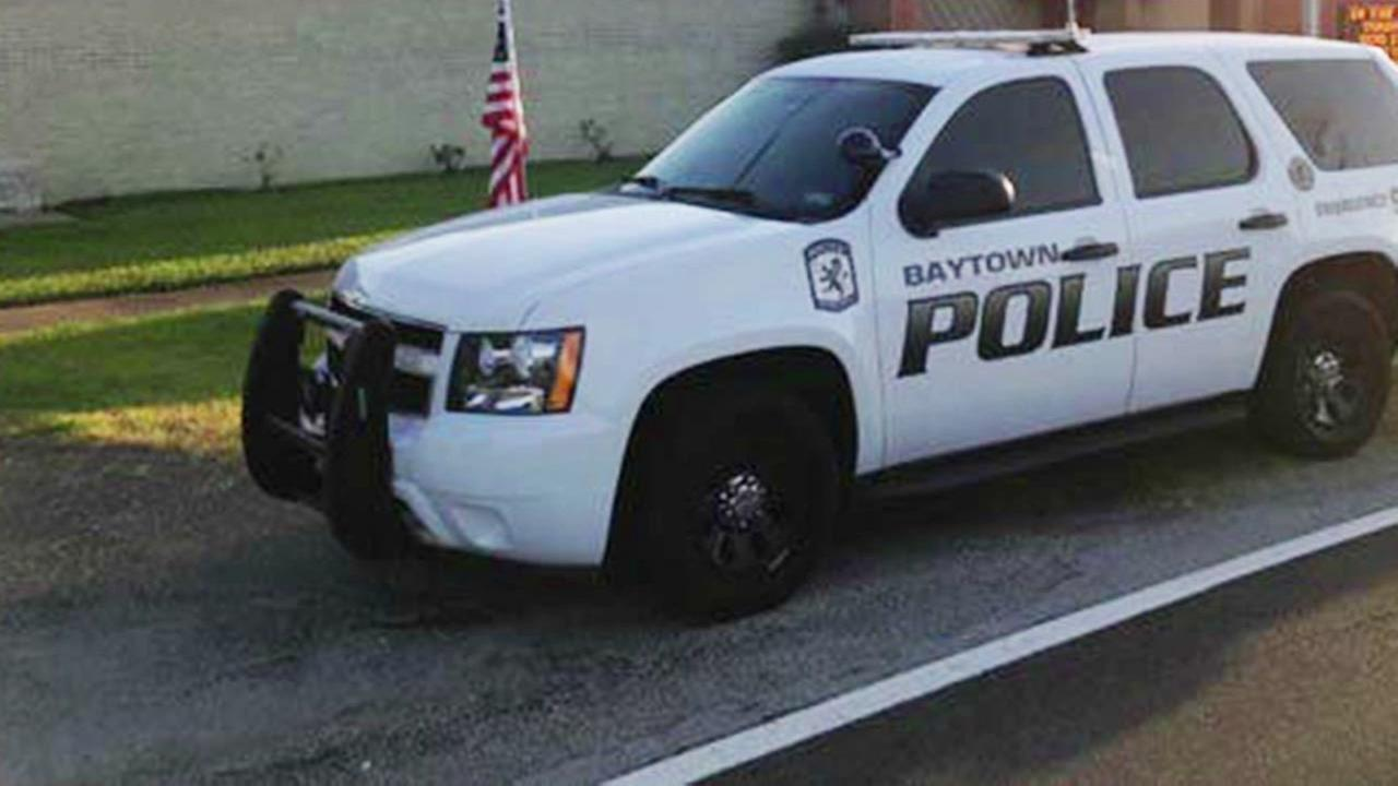 Suspect dies in crash after fleeing from police in Baytown