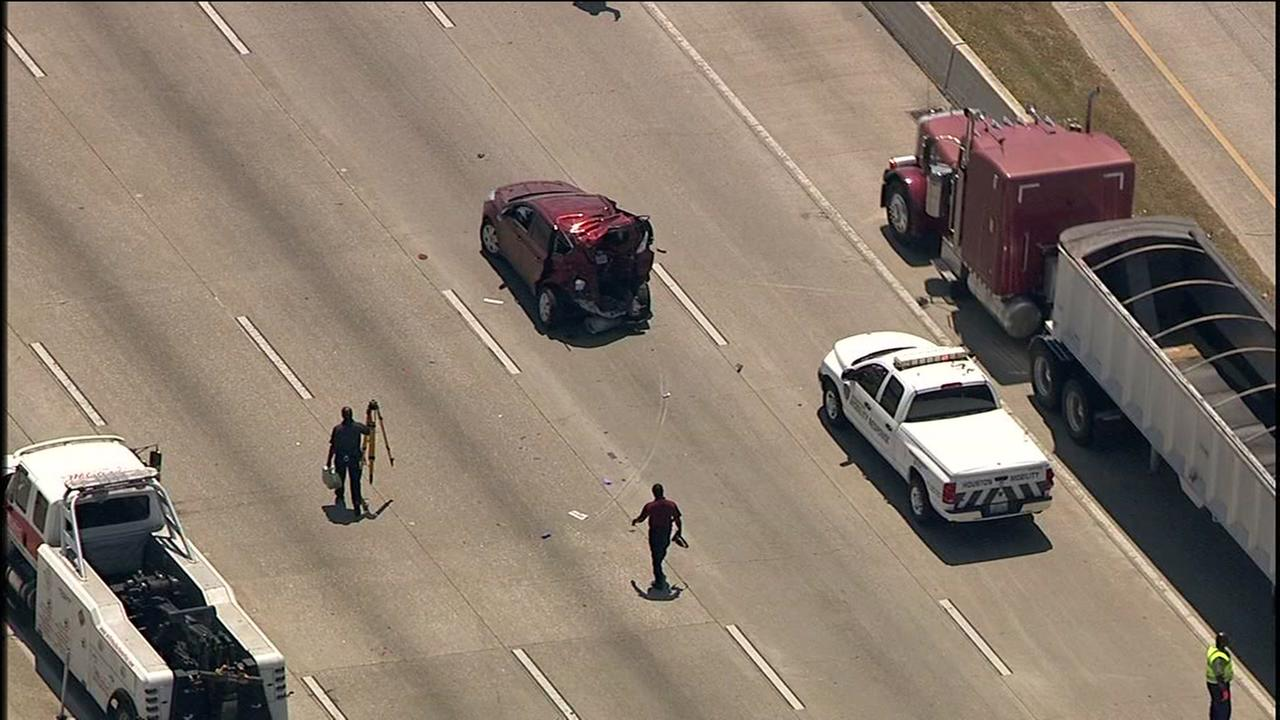 Deadly wreck on Katy Freeway