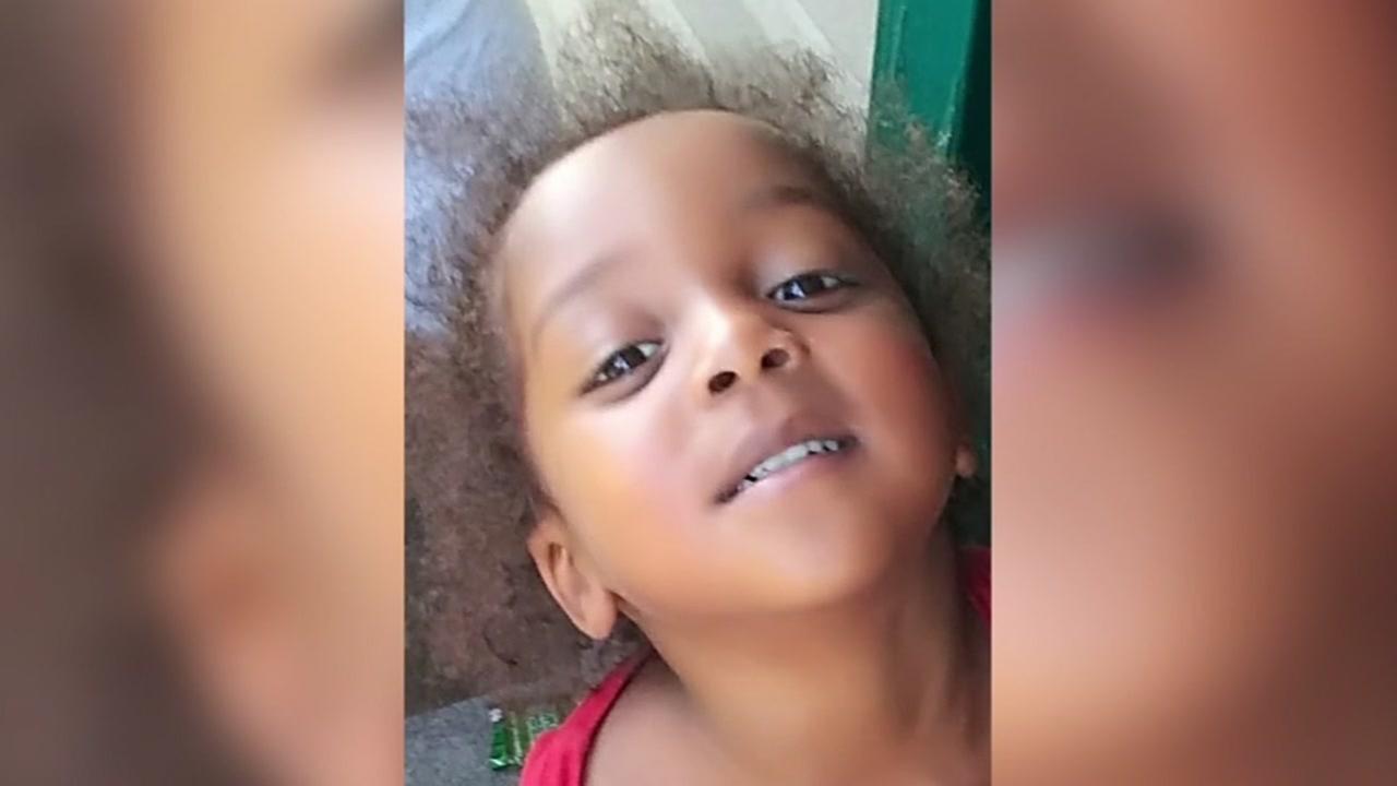 Paramedics help 3-year-old shot at southwest Houston apartment complex