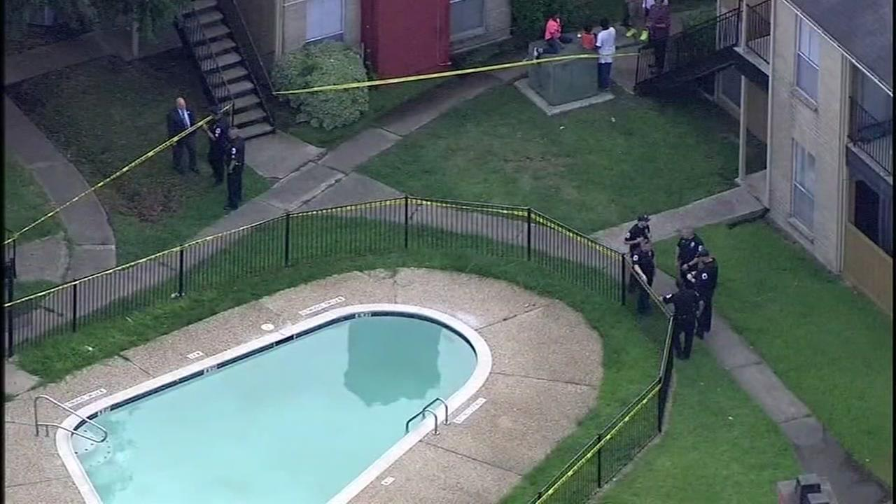5-year-old found unresponsive in Baytown pool dies