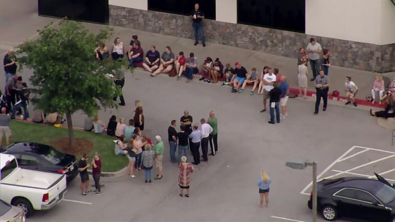 Armed bystander takes down shooter at Oklahoma restaurant