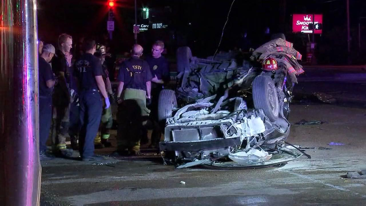 Police chase ends in violent crash after driver slams into traffic pole in SW Houston
