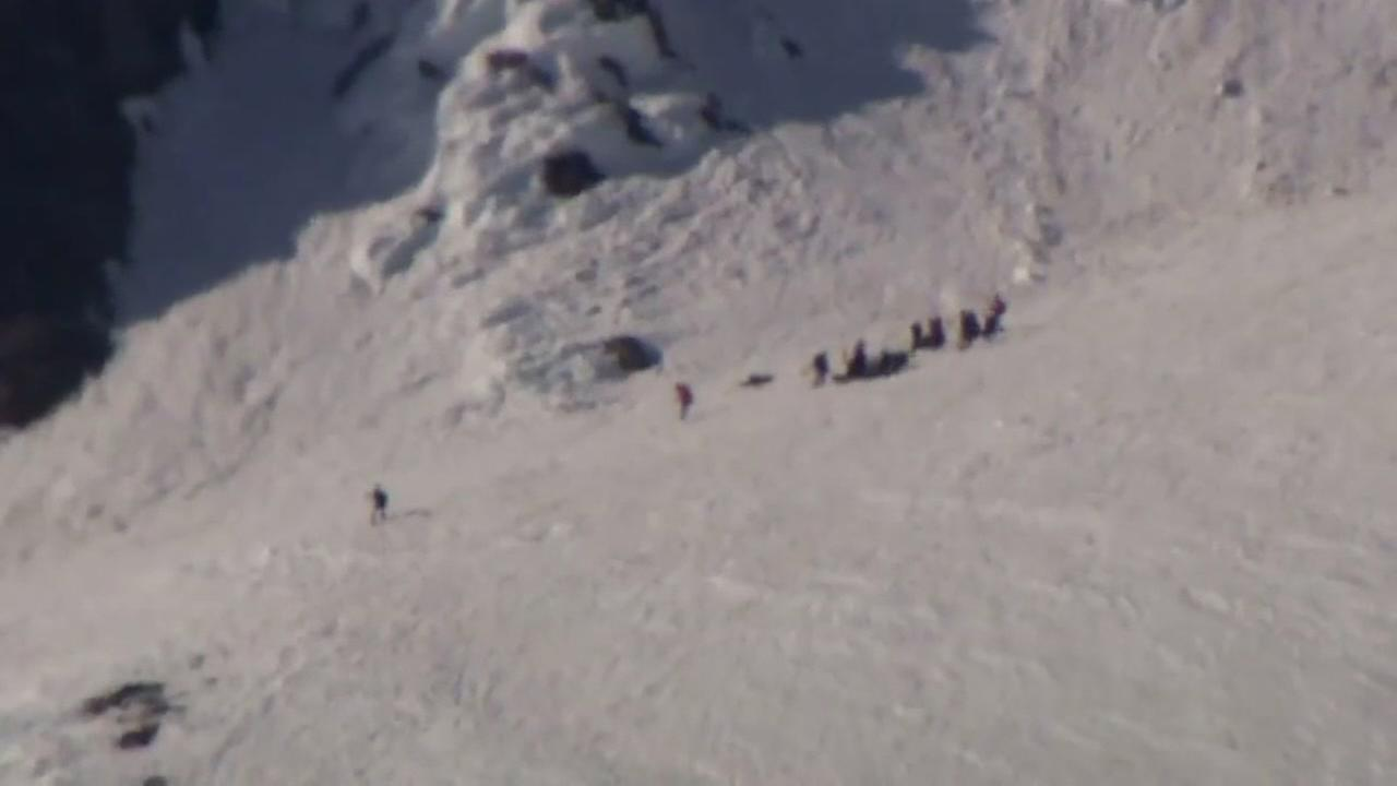 Climber rescued after falling 300 feet on Mount Hood