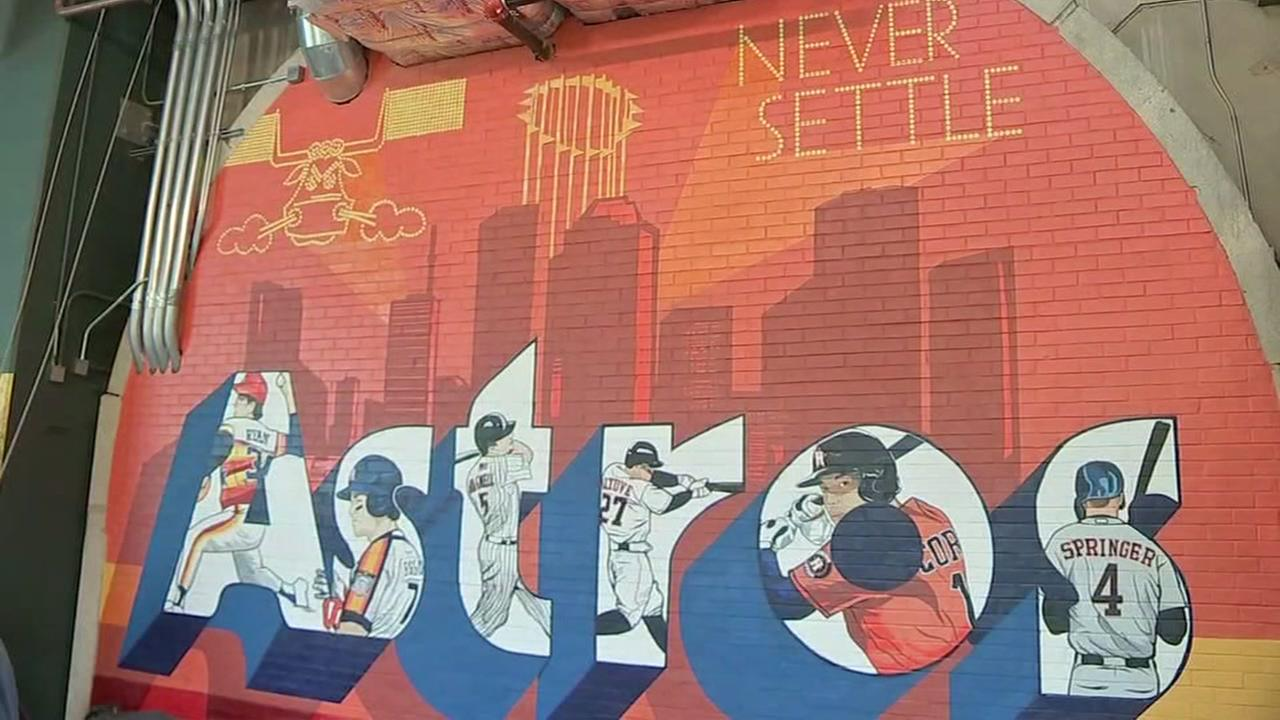 New Astros mural unveiled