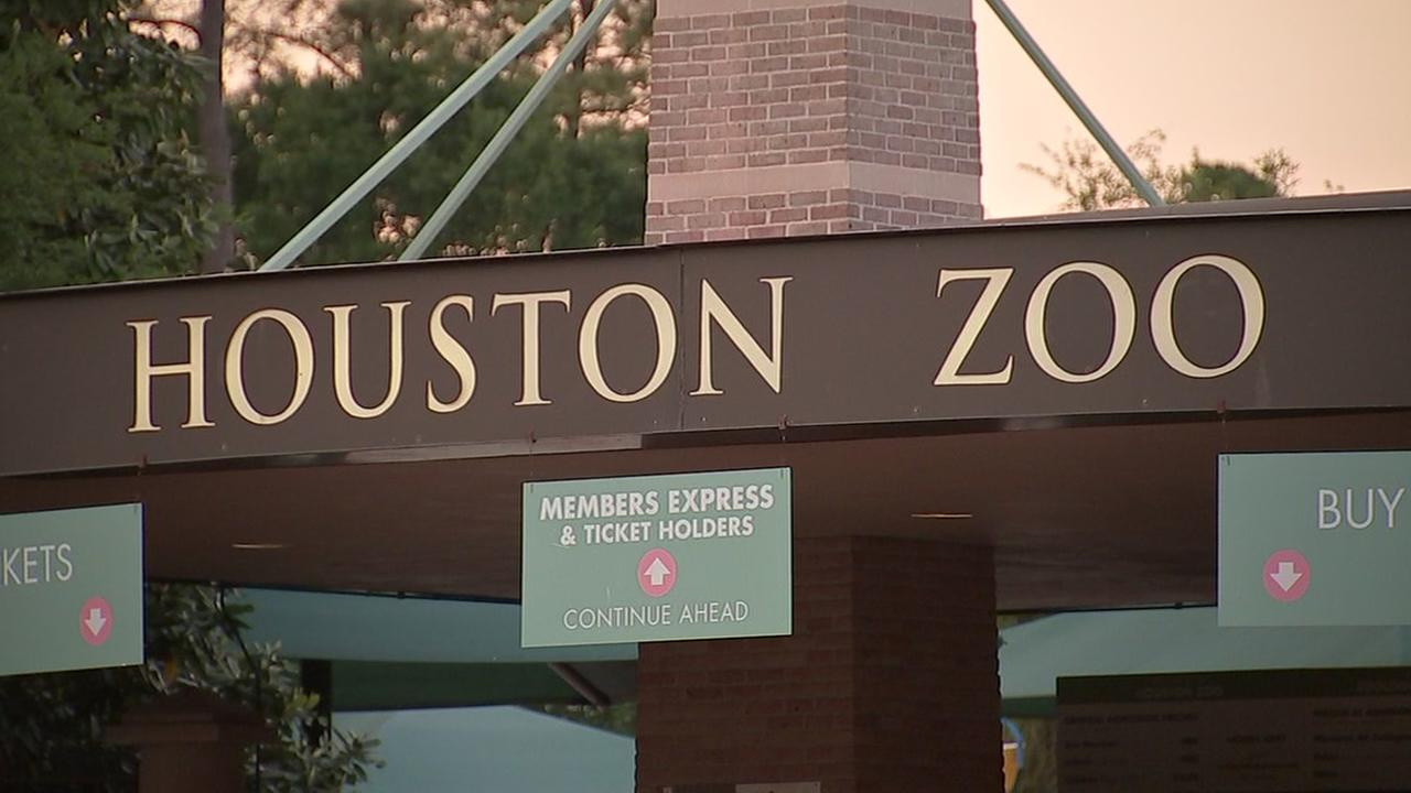 Houston Zoo roars with major eco-friendly initiative to remove all plastic bottles, bags, straws
